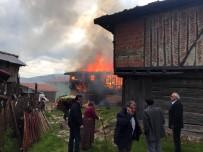 YANGINA MÜDAHALE - Taşköprü'de Ahşap Ev Alev Alev Yandı