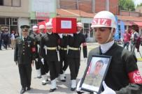 KARIN AĞRISI - Zehirlenme Sonrası Hayatını Kaybeden Asker Memleketinde Toprağa Verildi