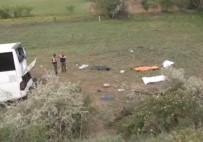 YOLCU OTOBÜSÜ - Kalecik'te korkunç kaza: 8 ölü, 32 yaralı