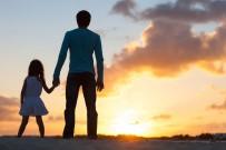 Babalar Kız Çocuklarıyla Daha Çok İlgileniyor