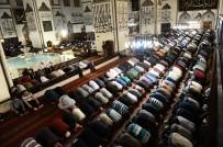 ULU CAMİİ - Bursa Ulu Cami'de İlk Teravih Namazı