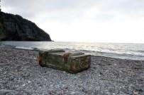 EL BOMBASI - Mühimmat sandığı sahile vurdu