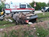 SAĞLIK EKİBİ - Kontrolden çıkan araç takla attı: 3 ölü