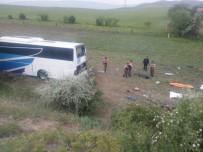 YOLCU OTOBÜSÜ - Korkunç kazada ölenlerinin 4'ünün ismi belli oldu!