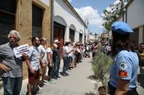 İNSAN ZİNCİRİ - Lefkşa'da 'Birleşik Kıbrıs' İçin İnsan Ziniri