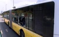 ALTUNIZADE - Metrobüs Bariyerlere Çarptı Açıklaması 5 Yaralı