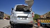 DİREKSİYON - Sivas'ta Trafik Kazası Açıklaması 5 Yaralı