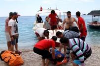 MEDİKAL KURTARMA - Kayalıklara Düşen Tatilciyi UMKE Kurtardı