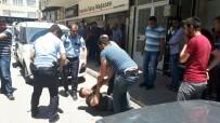 BAHÇELİEVLER - Polise Bıçaklı Saldırı Açıklaması 2 Yaralı
