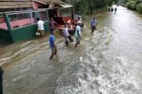 TOPRAK KAYMASI - Sri Lanka'da Doğal Afet Sonucu Ölü Sayısı 146'Ya Yükseldi