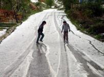 MUSTAFA ARSLAN - Yozgat'ta 15 Dakika Yağan Yağmur Ve Dolu Hayatı Felç Etti