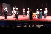 MAHMUT YıLDıRıM - Çocuklar 'İstanbul'un Fethi 1453' Tiyatrosunu Sahneledi