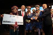 HALİL İBRAHİM ŞENOL - Gaziemir'in Halk Oyunları Ekibi Türkiye Birincisi Oldu