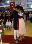 ÖĞRENCILIK - Mezuniyet Töreninde Evlilik Teklifi