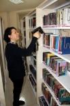 KÜTÜPHANE - Kitaplar bu makine sayesinde pırıl pırıl oluyor