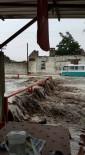 BÜYÜKŞEHİR BELEDİYESİ - Söke'de Dere Taştı, Evleri Su Bastı