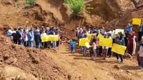 TAŞ OCAĞI - Vatandaşlar Maden Ocağı Önünde Eylem Yaptı