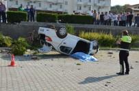 MİNİBÜS ŞOFÖRÜ - Antalya'da Tur Minibüsüyle Otomobil Çarpıştı Açıklaması 1 Ölü, 4 Yaralı