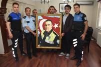 ALI ÖZKAN - Çizdiği Şehit Fethi Sekin Portresini Emniyet Müdürlüğüne Hediye Etti