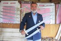 AHŞAP OYUNCAK - Kıbrıs Gazisi Ahşaptan Oyuncak Kılıç Ve Hançer Yapıyor