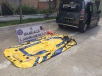 Yasa Dışı Göçmenleri Taşıyan Minibüsten Şişme Bot Çıktı