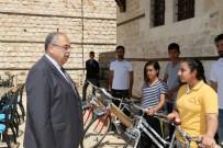 23 NİSAN ULUSAL EGEMENLİK VE ÇOCUK BAYRAMI - Başkan Kutlu Başarılı Öğrencileri Bisikletle Ödüllendirdi