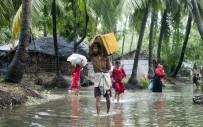 KASıRGA - Kasırga Nedeniyle 5 Kişi Öldü