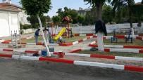 YENIÇIFTLIK - Sokak Ve Parklarda Bakım Çalışmaları