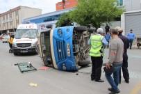 YOLCU MİNİBÜSÜ - Ataşehir'de Yolcu Dolu Minibüsün Devrilme Anı Kamerada
