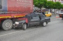 Otomobil Kırmızı Işıkta Bekleyen Tıra Çarptı Açıklaması 2 Ölü, 2 Yaralı