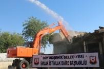YIKIM ÇALIŞMALARI - Şanlıurfa Eski Sanayi Kentsel Dönüşüm Projesinde Yıkım Çalışmaları Sürüyor