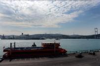 KIYI EMNİYETİ - Türk Akımı İçin Gelen Dev Gemi, İstanbul Boğazı'nda