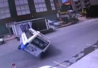 YOLCU MİNİBÜSÜ - Yolcu Dolu Minibüsün Devrilme Anı Kamerada