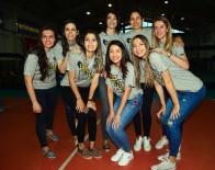VOLEYBOL TAKIMI - Fenerbahçe Kadın Voleybol Takımı, Kupalarıyla Gösteri Yaptı