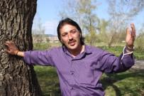 FERDİ TAYFUR - Ferdi Tayfur'a Benzerliğiyle Dikkat Çekiyor