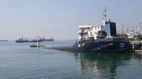 DEMIRLI - Kartal Sahilinde Demirli İcralık Gemi Su Alarak Battı