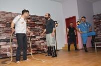 SELAMI KAPANKAYA - Niksar'da 'Çanakkale Buzdağının Ardı' Oyunu Sahnelendi