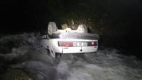 Trabzon'da Otomobil Dereye Uçtu Açıklaması 1 Yaralı