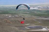 TÜRKÇÜLÜK - Türk Bayrağı İle Uçtu