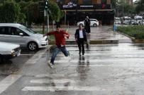 SU TAŞKINI - Adıyaman'da Şiddetli Yağmur Ve Dolu Hayatı Olumsuz Etkiledi