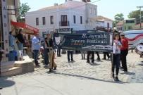 CANLI HEYKEL - Ayvalık'ta Tiyatro Festivali Coşkusu