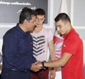 KEMAL YıLMAZ - Başkan Genç, Pehlivanları Ödüllendirdi