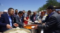 KURU FASULYE - Birlik Vakfı Tarafından Cuma Namazı Sonrası Kuru Fasulye Dağıtıldı