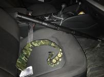 KADINA ŞİDDET - Cephanelik gibi araç yakalandı, 3 kişi gözaltına alındı