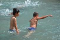 TURGUTALP - Sıcak Havaya Dayanamayan Çocuklar Soluğu Havuzlarda Aldı