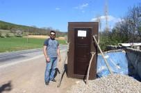 Yol Kenarında Satılık Kapı