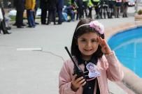 TRAFİK TESCİL - 7 Yaşındaki Trafik Polisi, Hatalı Sürücüleri Affetmedi