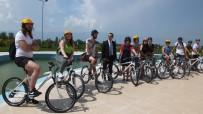 Burhaniye' De Üniversiteliler Bisiklet Turuna Katıldı