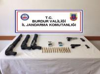 MILANO - Eğlence Mekanında Silah Ve Silahlara Ait Mermiler Ele Geçirildi