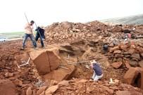 NEMRUT DAĞI - Gerçekten Ekmeklerini Taştan Çıkarıyorlar